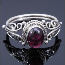 Sterling Ezüst Kaboson Gyűrű Gránáttal